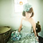 青いカラードレスの写真