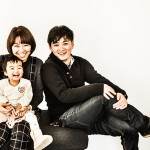 カメラマンの家族写真 2歳の娘と奥さんと3人で