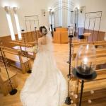 結婚式で多くの人の目に触れるのは…後姿